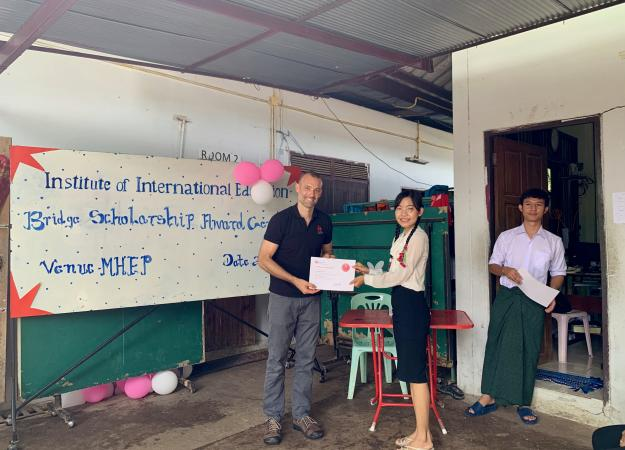 Jonathan Lembright presents award to displaced student at Mae Sot